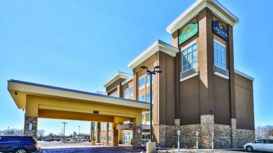 La Quinta Inn & Suites by Wyndham Niagara Falls