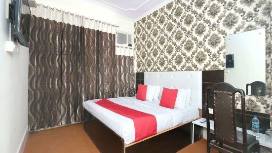 OYO 10376 Hotel Golden Inn