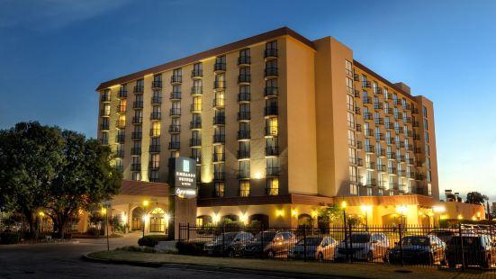 塔爾薩大使套房酒店