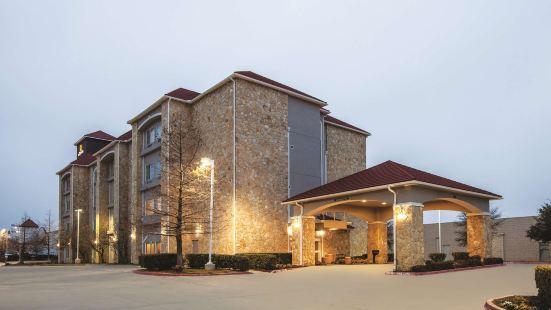 德克薩斯州曼斯費爾德拉昆塔套房酒店