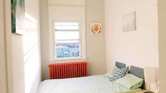 2 Bedrooms Apartment Near Kensington Market – Unit 10