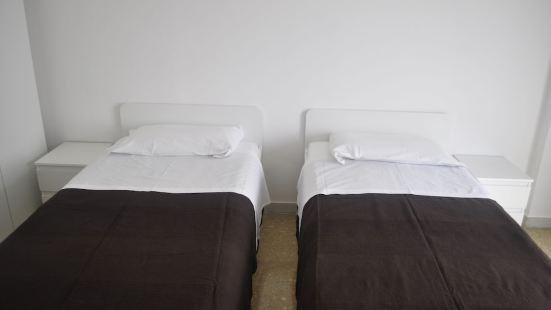 皮耶特拉塔假日酒店