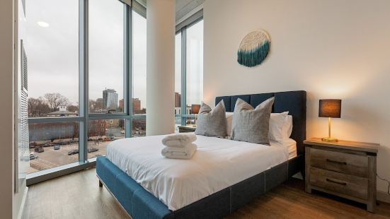 The Lux Suites at University City
