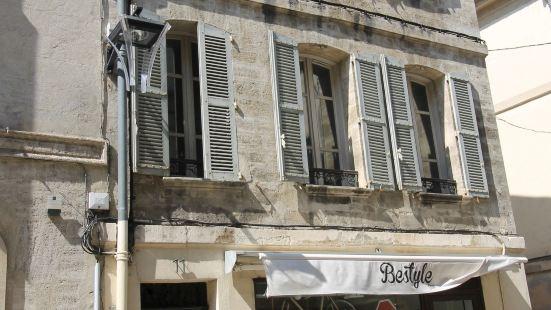 Les Clefs D Avignon Centre Place Crillon