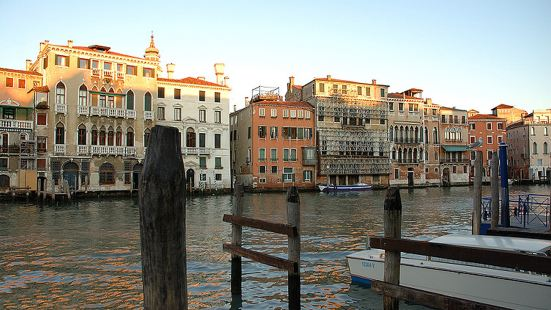 Locanda Leon Bianco on The Grand Canal