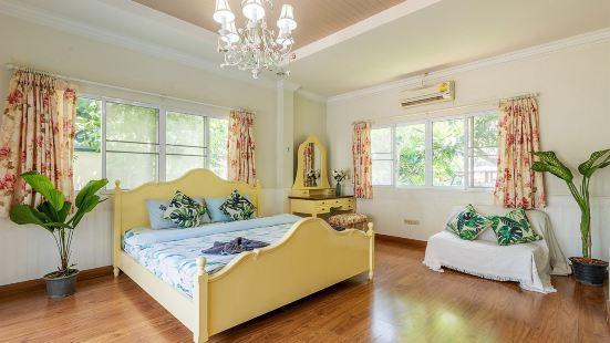 Five-bedroom pool villa in Chiang Mai/Near maya