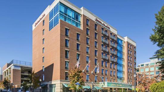 小石城鬧市區歡朋旅館及套房