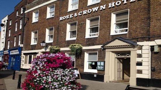 OYO The Rose And Crown Hotel