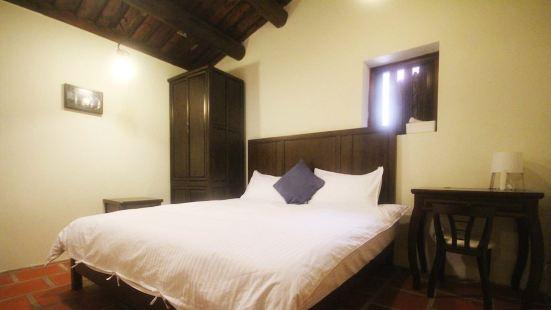 Longmen Inn Bed and Breakfast
