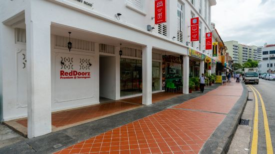 RedDoorz Premium @ Serangoon (Staycation Approved)
