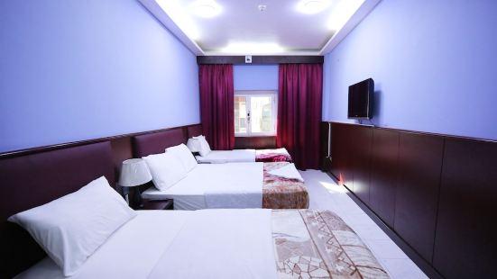 Tanha Hotel