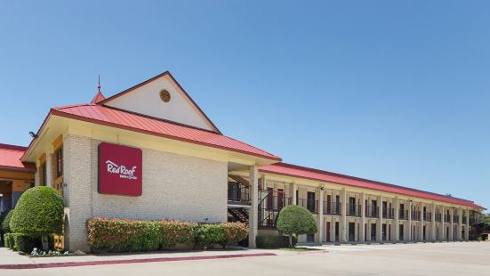 Red Roof Inn & Suites Dallas - Addison