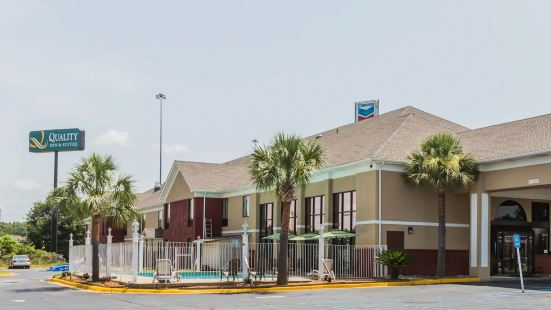 Quality Inn & Suites Near Maxwell-Gunter Air Force Base
