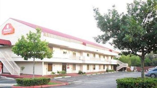 Homegate Studio and Suites San Antonio
