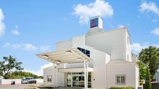 Motel 6 Cedar Park TX
