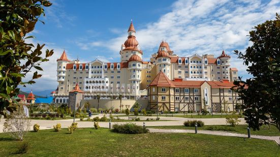 Sochi Park Bogatyr Hotel - Tickets to The Park Included