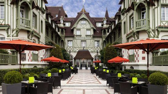 多維爾樂諾曼底巴里亞酒店