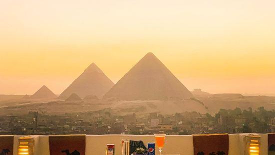 9 Pyramids Inn