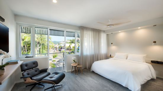 Heart Hotel and Gallery Whitsundays Airlie Beach