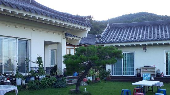 Gyeongju Poet Garden Guesthouse