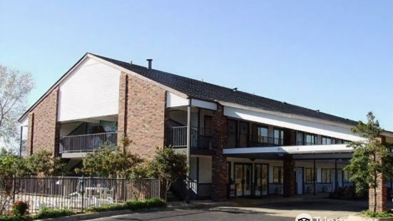 雷鳥小屋 LLC 酒店