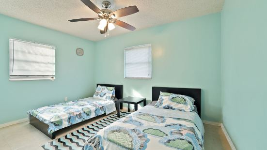3Br House in Tampa by Tom Well IG - 2911