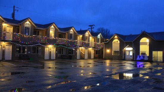 Monashee Lodge
