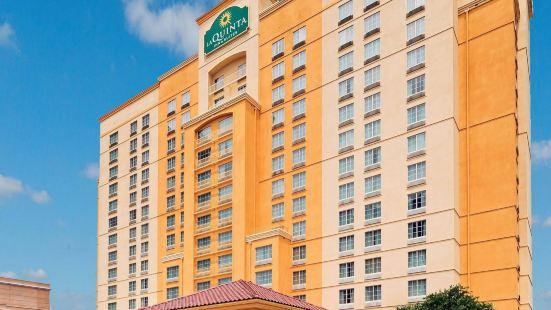 聖安東尼奧河濱步道拉昆塔套房酒店