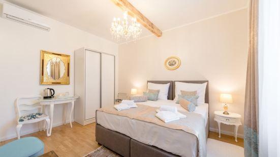 Le Monde Luxury Accommodation