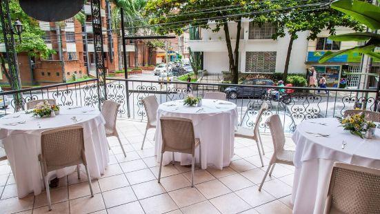 卡薩勞雷萊斯酒店