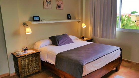 彭塔卡納七海灘酒店