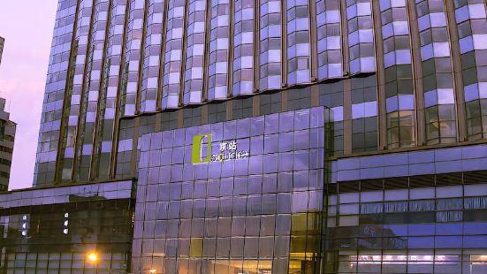 Q Square Apartment