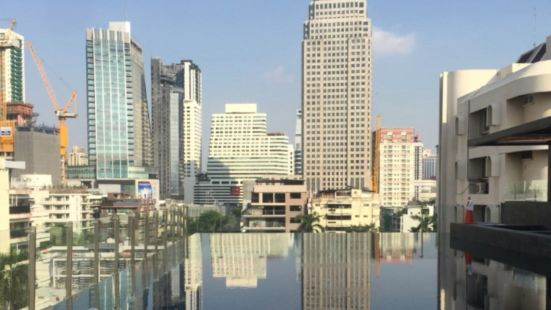 Bangkok city center high-end apartment / pool / gym / free wifi