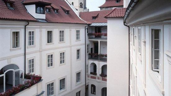 Iron Gate Hotel & Suites