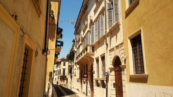 Palazzo Camozzini Apartments