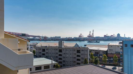 Universal Bay Condominium