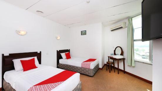 OYO 699 Plaza Hotel