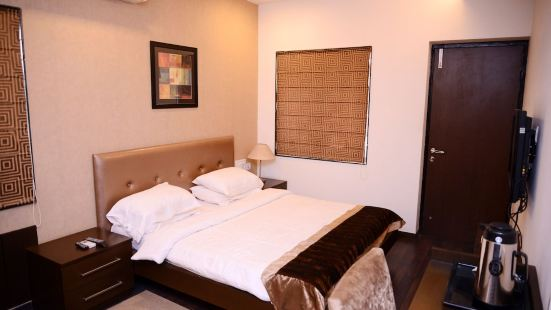 JK Rooms 146 Check Inn Service Apartment
