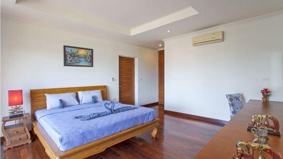 Karon Seaview Pool Villas Phuket, 5 minutes walk to the beach