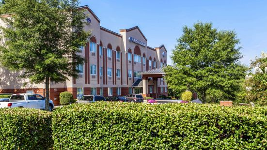 Comfort Suites Raleigh - Knightdale