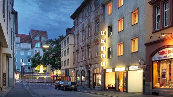 Central Hotel Garni