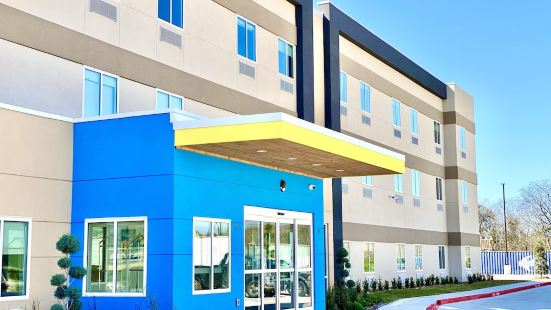 Days Inn & Suites by Wyndham Beaumont West / I-10 & Walden