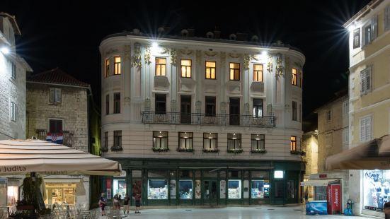 Central Square Heritage Hotel