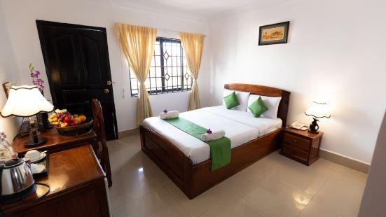 Riverside Phnom Penh Hotel