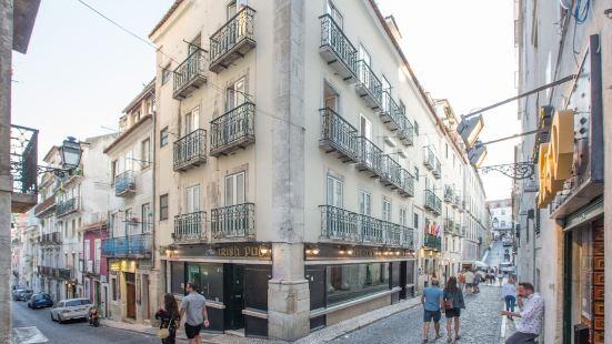 Sunny Bairro Alto / Chiado Apartment + Free Pick-up, by TimeCooler