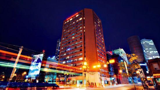Bond Place Toronto Hotel