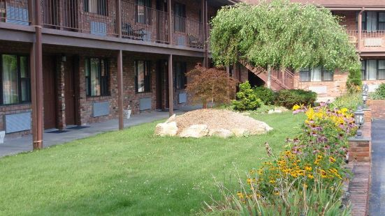 Chalet Inn & Suites