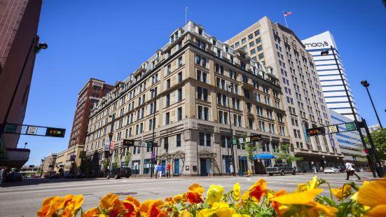 Curio Collection by Hilton the Cincinnatian Hotel