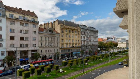 布達佩斯假日時尚酒店