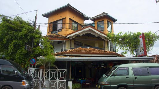 Sana's Beach Guesthouse and Restaurant